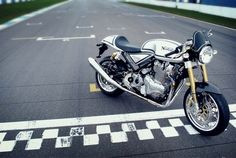 Norton Commando 961  http://caferacercult.gr/news/norton-commando-961-2013.html