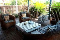 Möbel aus Holz Paletten – 46 einzigartige Tipps für Sie - möbel aus holz paletten weiß niedrig tisch terrasse