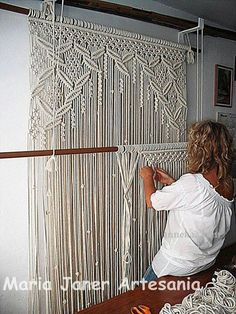 Handmade macrame curtain - for the front windows!large macrame wall hanging I want for my office for curtains. will have to keep cat out of that room!Amazing macramé curtain- I miss doing macramehow to make a macrame curtain - Yahoo Search Results h Macrame Curtain, Micro Macramé, Door Curtains, Curtain Panels, Fringe Curtains, Macrame Projects, Macrame Tutorial, Macrame Knots, How To Macrame