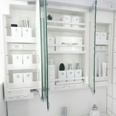 mimi24さんの、シンプル,ホワイトインテリア,洗面所 収納,洗面台,100均,モノトーン収納,モノトーンインテリア,モノトーン,白黒,詰め替え,バス/トイレ,のお部屋写真