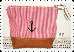 maritime Kosmetiktasche bestickt mit Leder
