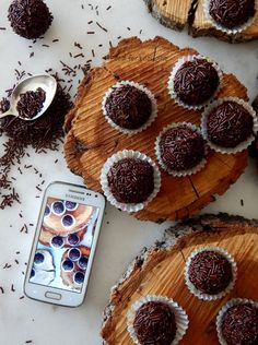 Food for thought: Τρουφάκια κλασικά Sweet Desserts, Muffin, Cooking Recipes, Sweets, Chocolate, Breakfast, Holiday, Food, Morning Coffee
