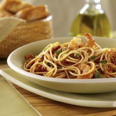 Looking for an authentic Italian recipe? Try Barilla's step-by-step recipe for Barilla® ProteinPLUS® Spaghetti with Marinara Sauce, Fennel & Shrimp for a delicious meal! Barilla Recipes, Yummy Pasta Recipes, Dinner Recipes Easy Quick, Cooking Recipes, Healthy Recipes, Easy Meals, Italian Dishes, Italian Recipes, Protein Pasta