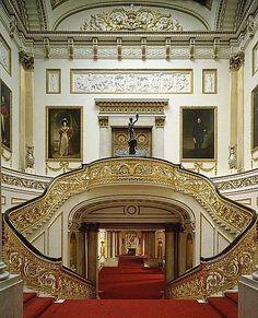 3,グランドステアケース(大階段) ※提供写真 Derry Moore The Royal Collection © 2011, Her Majesty Queen Elizabeth II