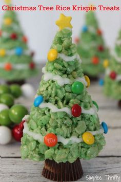 How cute are these Christmas tree rice krispie treats