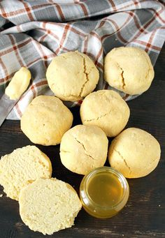 Easy Paleo Biscuits- 6 ingredients and less than 30 minutes and you can be enjoying these delicious biscuits! Gluten free, dairy free, nut free, and so amazing!