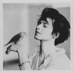Slice of life Black And White Photography, Short Hair Model, Ingrid Bergman, Isabella Rossellini, Classic Beauty, Classic Girl, Timeless Beauty, Pure Beauty, Beautiful People