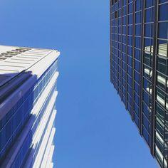 good sunny morning Milano #milan #milano #milanocity #igersmilano #igersmilan #igerslombardia #milanodaclick #milanodavedere #milanolove #sky #bluesky #skyline #skyscraper #touchthesky #mymilano #milanostateofmind #milanocityufficiale #urban #urbanlife #urbangeometry by chiaraborghitt