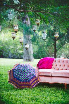 super cute sofa and decor for wedding portraits #vintage #weddingdecor #weddingchicks http://www.weddingchicks.com/2014/03/14/east-meets-west-wedding-ideas/
