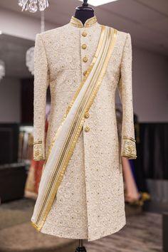 16 ideas for hat wedding men grooms Sherwani For Men Wedding, Wedding Dresses Men Indian, Groom Wedding Dress, Sherwani Groom, Mens Sherwani, Indian Wedding Wear, Groom Dress, Wedding Men, Wedding Suits