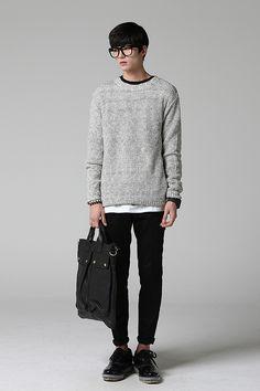 """Suéter tem que cair no corpo certinho e o resto do look tem que ser mais """"arrumadinho"""" (a calça skinny escura com a barrinha dobrada + sapato) pra não ficar com ar de desleixo/preguiça"""