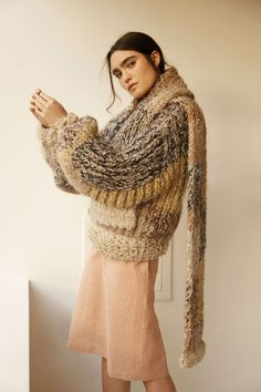 See all the Collection photos from Sabinna Autumn/Winter 2018 Ready-To-Wear now on British Vogue Knitwear Fashion, Knit Fashion, Womens Fashion, Fashion Outfits, Vogue, Pull Marron, Style Blanc, Chunky Knitwear, Corte Y Color