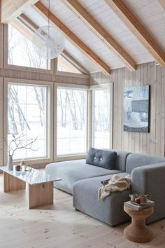 Wonderfull Chalet style of interior decorating Living Room Decor Cozy, Living Room Modern, Living Room Sofa, Home And Living, Living Room Designs, Interior House Colors, Interior Design, Interior Decorating, Salons Cosy