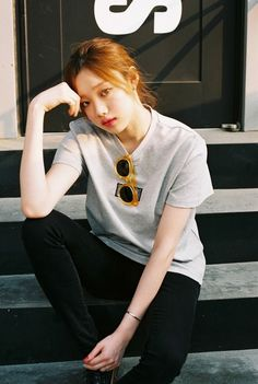 Model lee sung kyung 모델 이성경 on We Heart It Korean Actresses, Korean Actors, Lee Sung Kyung Fashion, How To Pose For Pictures, Korean Girl, Asian Girl, Swag Couples, Kim Book, Weightlifting Fairy Kim Bok Joo
