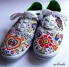 made with sharpies. Painted Clothes, Painted Shoes, Doodle Shoes, Sharpie Shoes, Design Your Own Shoes, Safari Outfits, Decorated Shoes, Sharpies, Folk Fashion