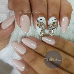 Butterfly nail art designs are loved by women because of its cute, colorful, beautiful patterns and symbolic significance, or simply because the design of butterfly nails has produced attractive effects on nails. Beautiful Nail Art, Gorgeous Nails, Pretty Nails, Fancy Nails, Love Nails, My Nails, Spring Nails, Summer Nails, Butterfly Nail Art