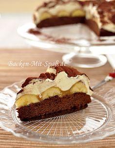Brownie mit Bananen und Sahne