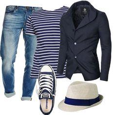 Look divertente: jeans délavé morbidi, blazer a due bottoni, maglietta blu navy a righe bianche, sneakers, sempre blu navy, e bellissimo cappello panama beige e blu.