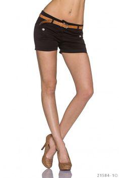 Zwart kort broekje  met riempje
