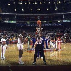 #MichaelJordan shoots a regulation free-throw at 1988 #NBAAllStarWeekend. 📷 🤷♂️ Please advise and I'll happily credit.    #MosesMalone #IsiahThomas #ChicagoBulls #DetroitPistons #NBAhistory #VintageNBA #oldschoolNBA #retroNBA