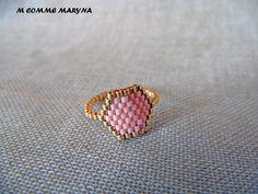 Bague tissée perles Miyuki Doré et rose peyote Bohostyle Bohochic Bohemian. Taille de la bague 52-53 : Bague par m-comme-maryna