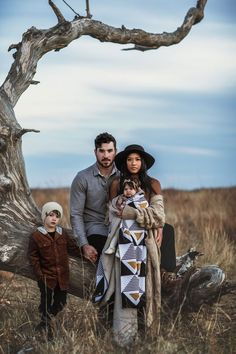 Fall Family Picture Outfits, Family Portrait Outfits, Family Portrait Poses, Fall Family Pictures, Family Posing, Fall Family Portraits, Extended Family Photography, Outdoor Family Photography, Outdoor Family Photos