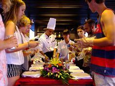 http://www.halongluxurycruises.vn/luxury-pelican-cruise/439.html / Cooking class on Pelican Cruise