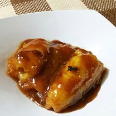 Este plato es típico de la región caribe. Utilizado desde la época prehispánica por nuestros ancestros afroamericanos. Este plato es alto en carbos #HighCarb por la cantidad de syrup de ágave orgánico y azúcar. A los que nos gusta comer cosas diferentes en nuestros #CheatsMeals queda perfecto. Ingredientes - 1 plátano - 1 pocillo de agua - 1/3 de azúcar de coco - 1 cucharada de mantequilla de almendras - 1 cucharada de aceite de coco - 4 clavos de olor - 1/2 taza de miel de ágave…