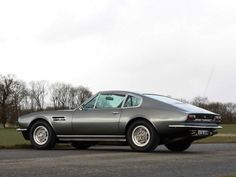 Aston Martin DBS V8 1970–1972 wallpaper