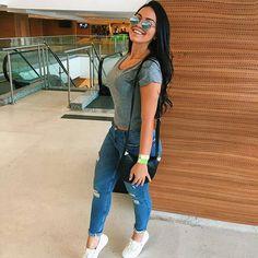 Jeans #simplesvaidade #sv ▫ #estilo #lookbook #jeansrasgado #blusas #girlfashion #calça #body #fashiongirl #fashiongram #bolsa #cabelolindo #basica #lookdeldia #style #jeans #looklindo #top #bomdia #buenosdias #goodmorning #cropped #segunda #segundafeira #cabelo #fitness #calcajeans #cinturafina #morena