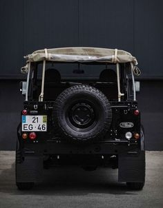 Defender Td5, Land Rover Defender, Custom Motorcycle Shop, Land Rover Series 3, Car Workshop, Goodyear Tires, Blue Color Schemes, Black Wheels, Jeep 4x4