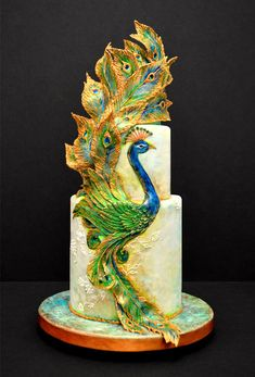 Glory bronze bas relief effect on cake with Royal Icing piping and painting technique. from vinism sugar art. This is the coolest cake ever. Peacock Cake, Peacock Wedding Cake, Unique Cakes, Creative Cakes, Gorgeous Cakes, Pretty Cakes, Amazing Wedding Cakes, Amazing Cakes, Bird Cakes