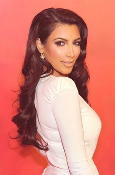 Kim Kardashian Long Dark Hair--sometimes I admire her wardrobe, makeup and hair but usually as far as it goes! Kim Kardashian Peinado, Look Kim Kardashian, Kim Kardashian Hair Wedding, Kim Kardashian Hairstyles, Celebrity Wedding Hair, Bridesmaid Hair, Prom Hair, Long Dark Hair, My Hairstyle