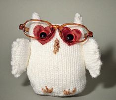 Free knitting pattern: Hibou the Owl by Arturo Azcona from Dr. Knit's Curious Creatures: Warm-hearted and Whimsical Knitted Toy Tales and Patterns Owl Knitting Pattern, Softie Pattern, Knitting Projects, Crochet Projects, Crochet Crafts, Fall Knitting, Fabric Hearts, Curious Creatures, Owl Patterns