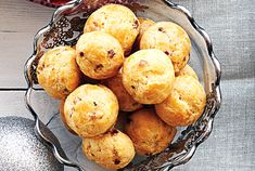 Gouda Bacon Puffs - These bacon puffs are actually classic profiteroles with a bit of a twist. Their small size makes it easy to just pop one into your mouth. Bacon Appetizers, Holiday Appetizers, Appetizer Recipes, Snack Recipes, Cooking Recipes, Fancy Appetizers, Party Recipes, Holiday Parties, Gouda