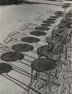 Chairs of Paris, Champs-Élysées shadows by Andre Kertesz Andre Kertesz, Shadow Photography, Street Photography, Art Photography, Interior Photography, Japanese Photography, Framing Photography, Digital Photography, Shadow Art
