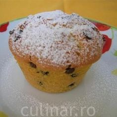 Briose pufoase cu bucatele de ciocolata Cake Cookies, Cupcakes, Muffin Tins, Cookie Recipes, Biscuits, Muffins, Food And Drink, Cooking, Breakfast