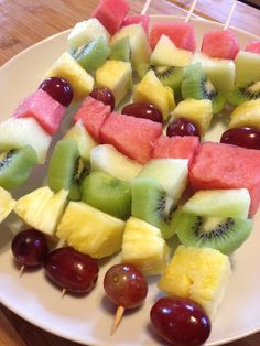 Make a great clean eating dessert for a picnic or just to … Frozen Fruit Skewers. Make a great clean eating dessert for a picnic or just to keep around the house. So tasty and they look great to! Fruit Recipes, Summer Recipes, Appetizer Recipes, Delicious Appetizers, Paleo Recipes, Healthy Fruits, Healthy Snacks, Fruit Skewers, Fruit Fruit