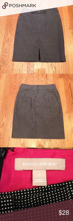 """Banana Republic Skirt Black & White polkadot skirt w/ cute bow at waist & 4"""" slit in front. Fully lined & zips up back. Measures: waist 14"""" & 20"""" length. Size 2. Like new condition. Banana Republic Skirts Pencil"""