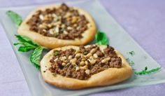 Turkish Meat Pies with Arabic spice mix, mint and pine nuts. Amazing flavors and so delicious. Plus a bonus recipe for the Arabic spice mix. Pie Recipes, Great Recipes, Cooking Recipes, Favorite Recipes, Dinner Recipes, Lebanese Recipes, Turkish Recipes, Ethnic Recipes, Middle East Food
