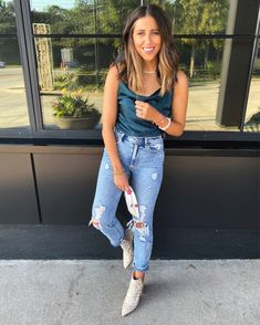 Trendy Outfits, Summer Outfits, Preppy Southern, Dinner Outfits, Edgy Style, Distressed Jeans, Autumn Winter Fashion, Mom Jeans, How To Wear