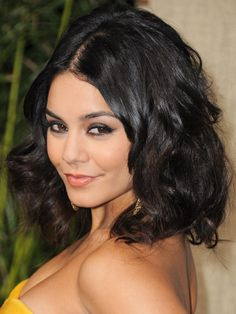 Coined as 'the Lob,' the long bob is one of the best modern hairstyles if your hair is wavy or curly. This sexy shoulder-grazer from Vanessa Hudgens's offers the proof. With short layers in … Oval Face Hairstyles, Haircuts For Curly Hair, Curly Hair Cuts, Short Curly Hair, Cool Haircuts, Wavy Hair, New Hair, Pretty Hairstyles, Curly Hair Styles
