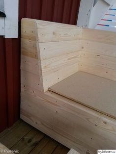 Bygger en platsbyggd soffa till våran altan. Har gjort en egen ritning och bygger efter den som jag tror blir bra.