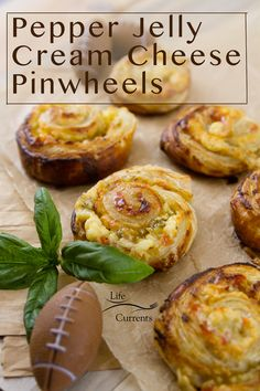 Pinwheel Appetizers, Pinwheel Recipes, Jelly Recipes, Side Dishes Easy, Side Dish Recipes, Tasty Dishes, Jelly Cream, Cream Cheese Pinwheels, Frozen Puff Pastry