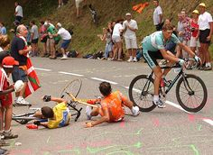 21-thechronicle:  tete-de-la-course:  Luz Ardiden 2003   Armstrong - Mayo - Ullrich     one the most memorable moments of cycling ever