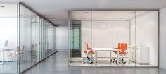 La creación de espacios es una necesidad de cualquier oficina. Para zonificar las distintas áreas se necesitan Mamparas y Divisorias de oficina. Si quieres conocer distintos tipos de mamparas, no te pierdas nuestra entrega.  http://laoficinaonline.es/blog/mamparas-y-divisorias-de-oficina/