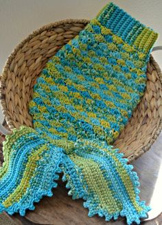 Free Crochet Pattern Mermaid Tail Fin : 1000+ images about Mermaid PATTERNS on Pinterest Crochet ...
