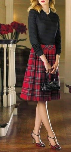 Tartan Christmas skirt and heels with black accessories and pearls. those shoes tho Red Tartan Skirt, Plaid Skirts, Tartan Plaid, Tartan Skirt Outfit, Womens Tartan Skirts, Tartan Shoes, Tartan Fabric, Plaid Pants, Preppy Mode