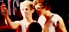 {GIF} MY HEART!!!<<< that little Narry shipper inside me is screaming: KISS KISS KISS