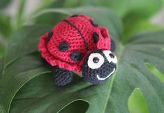 Crotchet Animals, Knitted Animals, Crochet Patterns Amigurumi, Crochet Toys, Knit Crochet, Crochet Butterfly, Baby Crafts, Crochet Designs, Easy Crochet